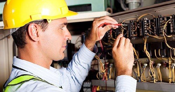 Услуги опытного электрика нужны всегда thumbnail